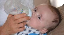 formula-feeding-a-baby