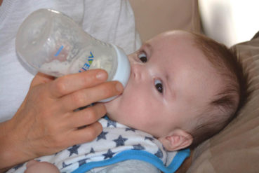 5 Essential Tips and Information on Formula Feeding Your Baby